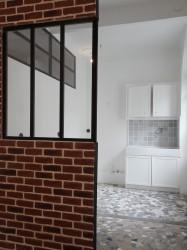 Mur de briques - verrière type atelier - carrelage à casson